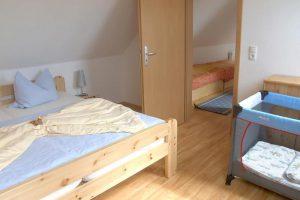Schlafzimmer von der Ferienwohnung auf dem Bauernhof Lange in Lieschow bei Ummanz auf Rügen