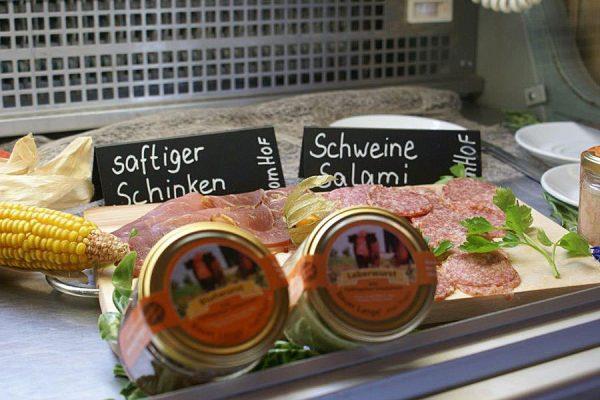 regionale-produkte-fruehstuecksbuffet-bauzer-lange-insel-ruegen